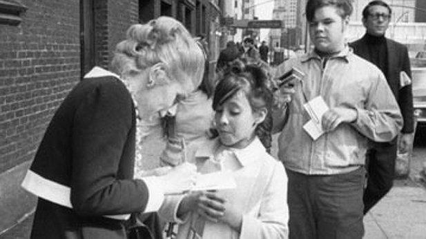 A future Joan Ranger stops Joan for an autograph! https://t.co/5DryIzuFBT