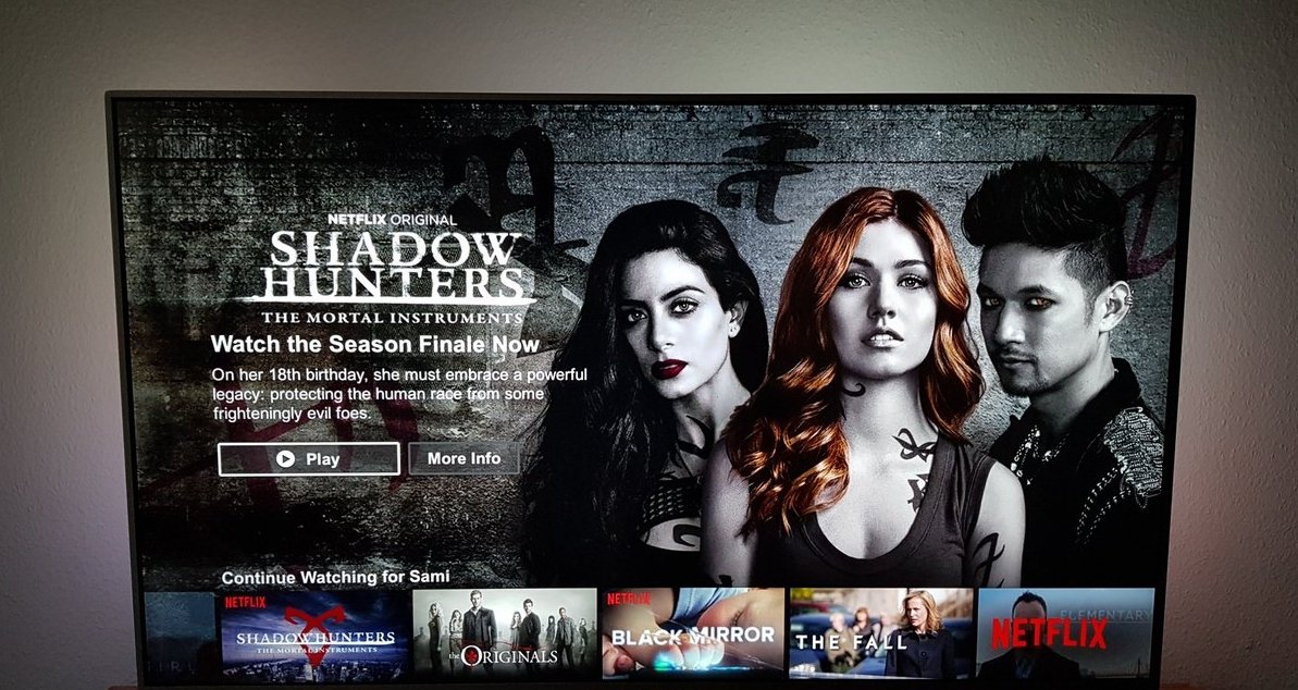 #HARRY | New #Shadowhunters header for @NetflixDE featuring Magnus for the first time! (via @banes_lightwood)<br>http://pic.twitter.com/8XJKXHRacm