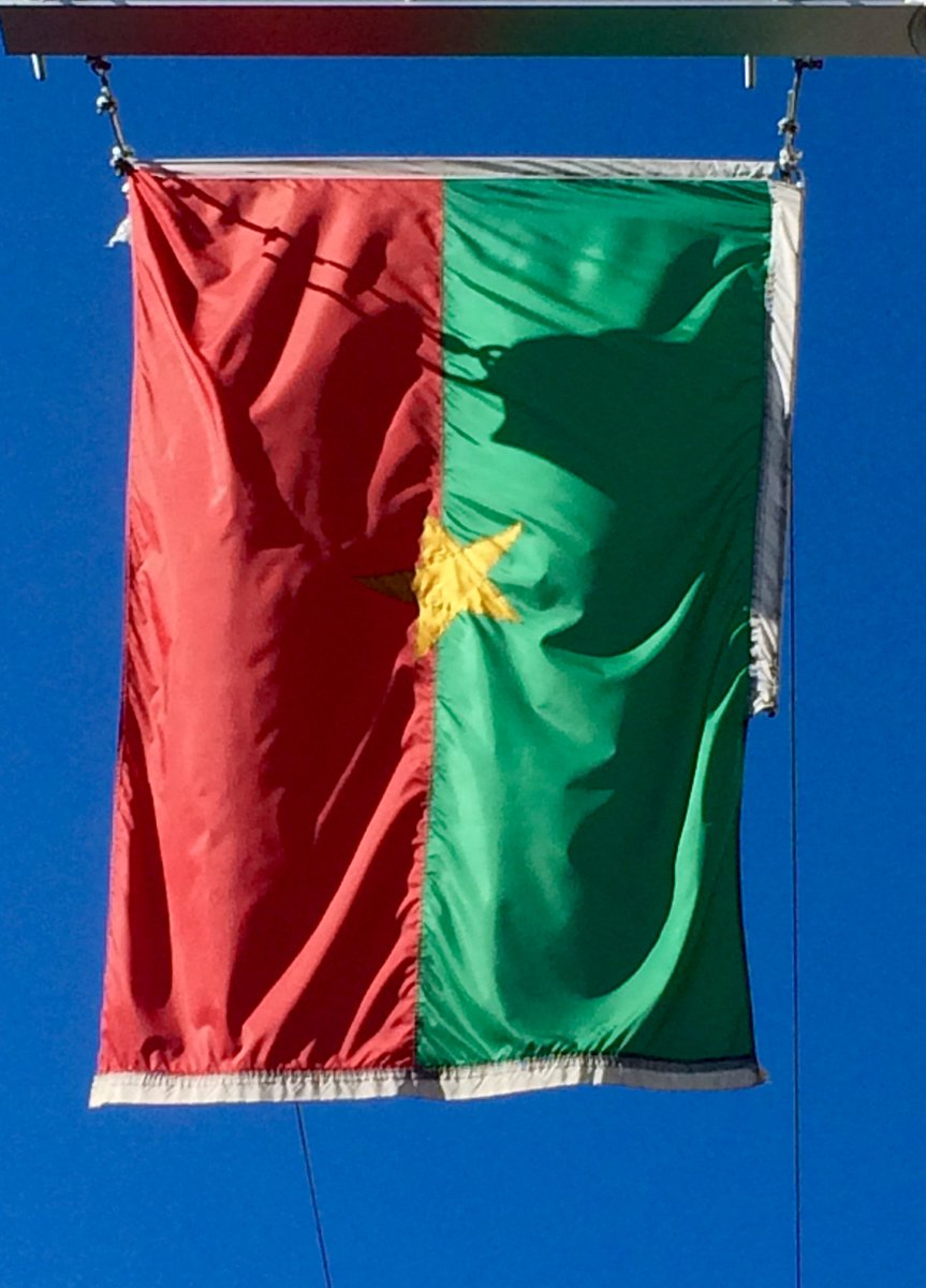 mbamtl: Support and solidarity for our Burkinabe friends.  Photo: #BurkinaFaso&#39;s flag in the &quot;Balade pour la #Paix… <br>http://pic.twitter.com/hmAe2rPyxm