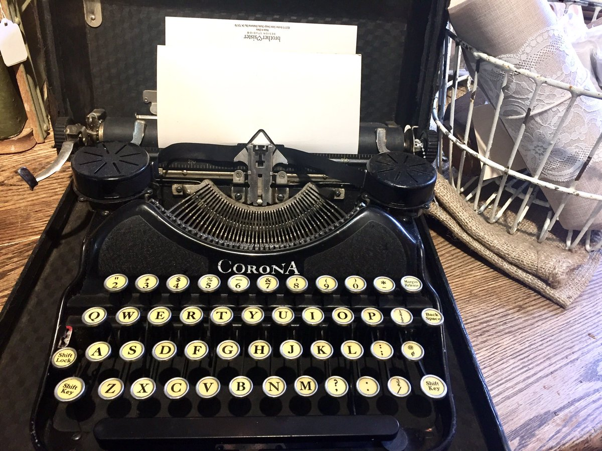 Old school beauty...A writer writes...always  #writing #screenwriting #writer #oldschool<br>http://pic.twitter.com/PFkuh5t6zB