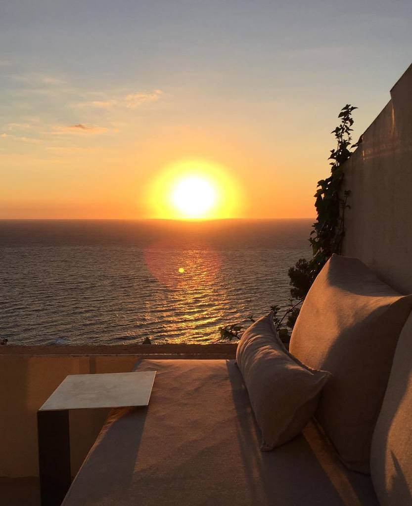Enjoying the sunrise from my terrace in #CostaBrava. #SaraFolch #InteriorDesign #interiorismo #lifestyle #starlite…  http:// ift.tt/2waMv9r  &nbsp;  <br>http://pic.twitter.com/DAAYJSUUAm