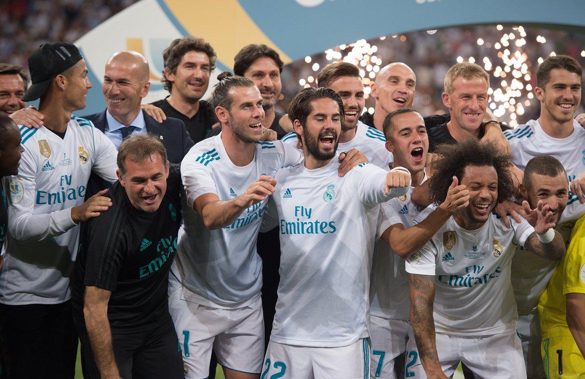 Aquele olhar de admiração entre Cristiano Ronaldo e Zidane 👏👏