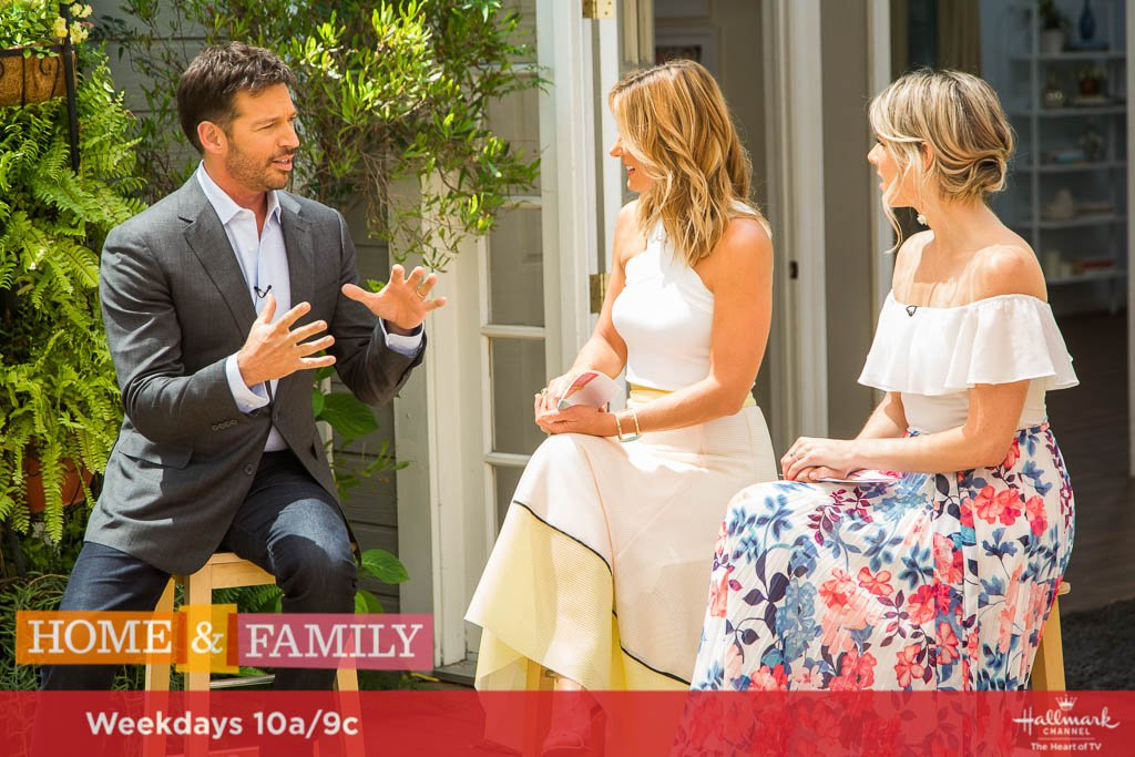 TMRW! The one and only @HarryConnickJR talks about his new show #Harry! Don&#39;t miss him at 10a/9c on @hallmarkchannel!<br>http://pic.twitter.com/p3PrBu83lb