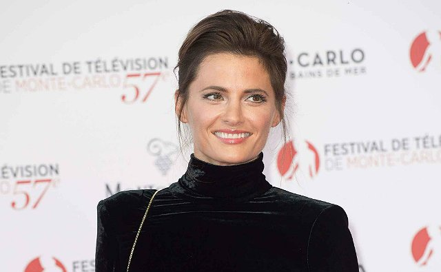 Here&#39;s a lovely distraction for #StanaKatic fans! You have &#39;till Wed, 8pm ET.  Vote in Round 1 for your Fav Actress!  http:// eonli.ne/2vCHR0P  &nbsp;  <br>http://pic.twitter.com/miibYdDfBo