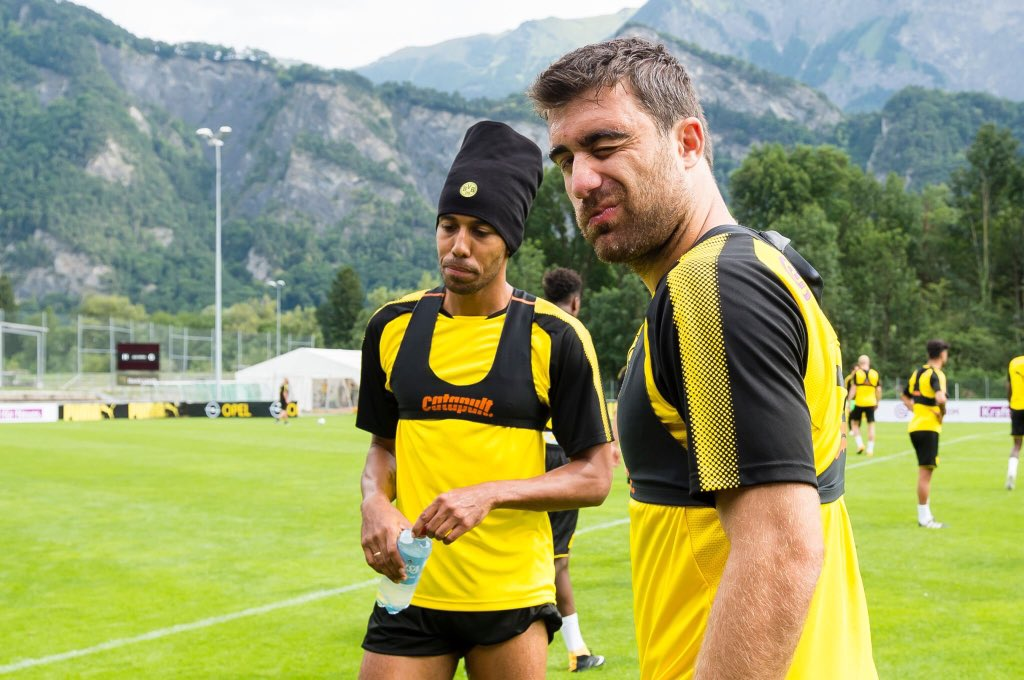 &quot;He should take #Auba as an example. He can see himself changing clubs too. But he&#39;s very professional in every match and training session&quot; <br>http://pic.twitter.com/HPlRG7yYmc