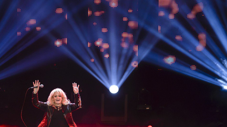 Bonnie Tyler will perform flawless song 'Total Eclipse of the Heart' d...