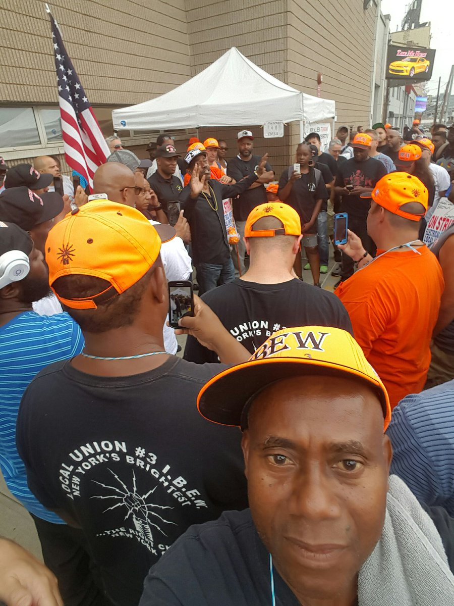 142 days on strike charter in NYC ar not trying to work with the Union #local 3 <br>http://pic.twitter.com/AEp74EYyRT