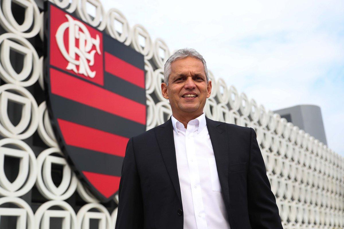 Burocracia resolvida! Reinaldo Rueda comandará o Mengão no jogo de logo mais no Engenhão #VamosFlamengo #VamosFazerBarulho