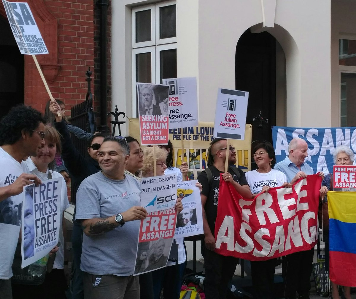 Thank you #Ecuador for giving asylum to @JulianAssange and protecting him for 5 years today.<br>http://pic.twitter.com/WFWhdvl2Fb