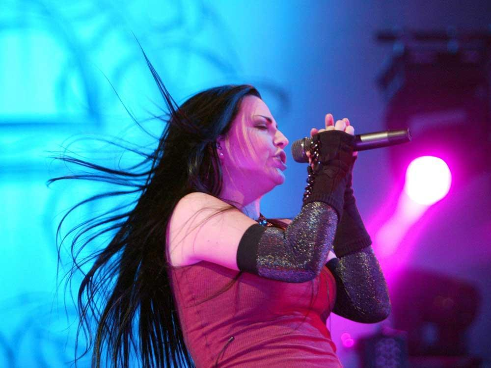 Rock band Evanescence brings Synthesis Live to Caesars #Windsor Dec. 9 @CaesarsWindsor @evanescence @AmyLeeEV #YQG  http:// windsorstar.com/news/local-new s/rock-band-evanescence-brings-orchestral-performance-to-caesars-windsor-dec-9?utm_campaign=Echobox&amp;utm_medium=Social&amp;utm_source=Facebook &nbsp; … <br>http://pic.twitter.com/NhhMHfm4Ed