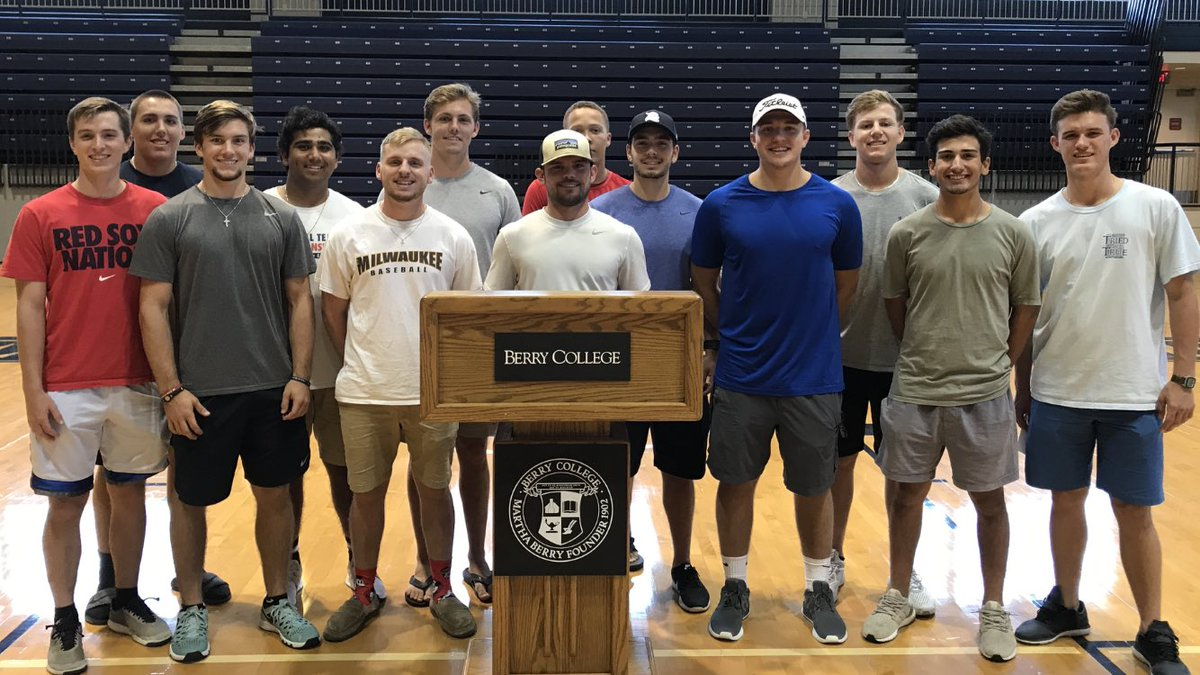 Want to officially welcome these guys on campus today! #&#39;17RecruitingClass #D.SmithIsMIA <br>http://pic.twitter.com/3G7NKgQGGp