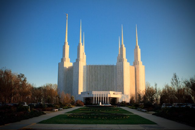 The otherworldly Mormon temple in Kensington will briefly open to visitors in 2020.  https://t.co/BjOsZAYnnb