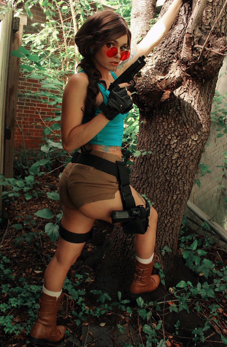 Happy Hump Day! #laracroft #tombraider #cosplayer #HumpDay<br>http://pic.twitter.com/WowosqpykH