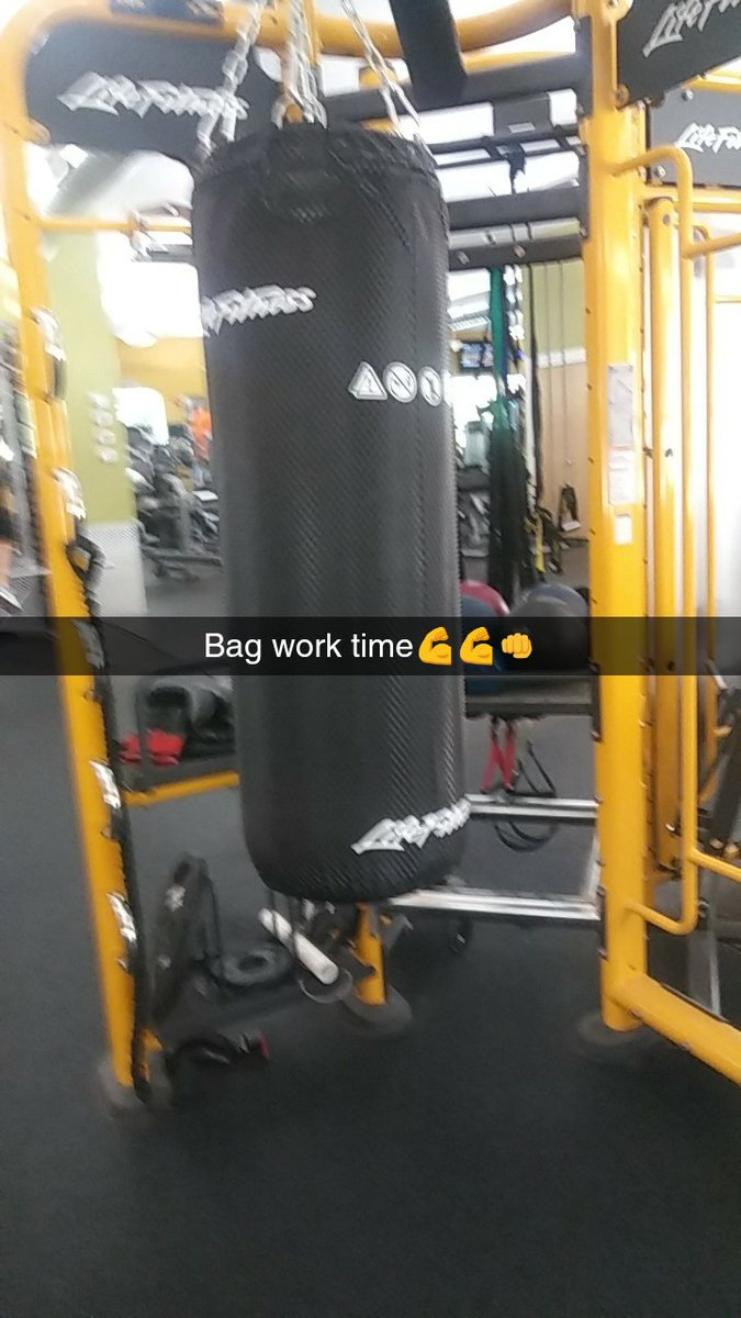 Getting that bag work in title fight Oct 7th #boxing #pro #proboxing #title #titlefight #RochesterNY #Rochester #cliftonsprings #grind<br>http://pic.twitter.com/Np7pfoWZzk