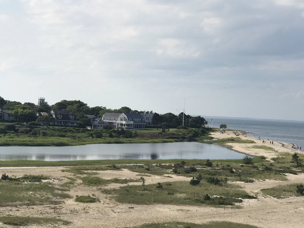 #marthasvineyard is my new fav place in the US! I see now why they picked it as the back drop for #Jaws! Not an inch of ugly landscape! <br>http://pic.twitter.com/bEUuBkmVyJ