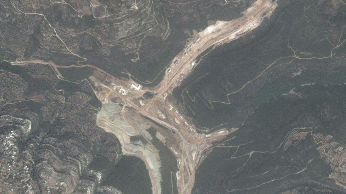 #Israeli satellite images reveal 'Iranian missile facility' under construction in #Syria  http://www. independent.co.uk/news/world/mid dle-east/israel-iran-missile-facility-syria-construction-sateillite-images-latakia-a7895806.html &nbsp; … <br>http://pic.twitter.com/ngw3Yy6DIW