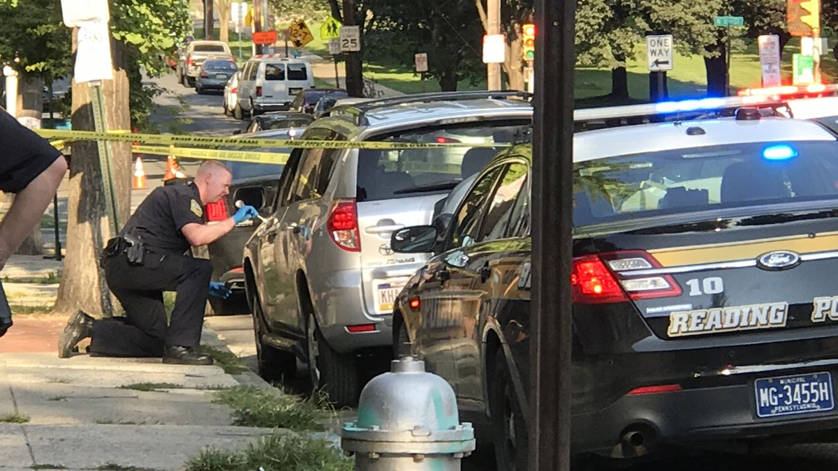 #DEVELOPING: Police probing reports of 2 people stabbed near City Park in #ReadingPA. https://t.co/kBbRLrdkXg