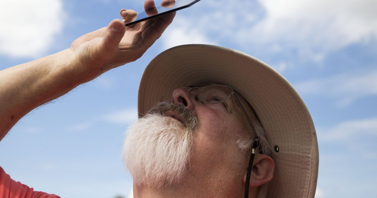 University of Tennessee expert offers tips on how to photograph and view the eclipse safely https://t.co/MNhkASjfOV