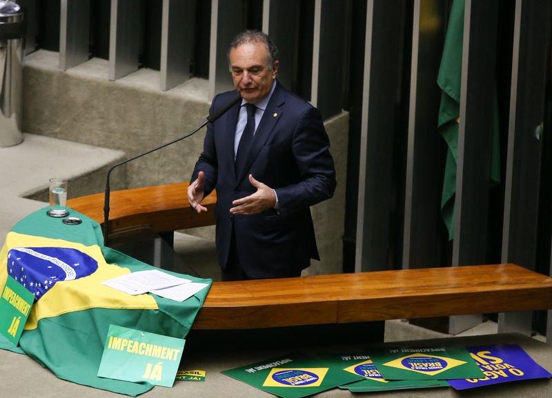 """@portaljovempan: Maioria da bancada do PSDB deve votar a favor do """"distritão"""", diz líder tucano https://t.co/GbKL76s924"""