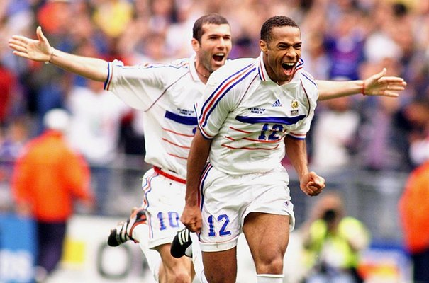 Meilleur buteur de l'histoire de l'équipe de France, Thierry Henry fête aujourd'hui ses 40 ans.  Joyeux anniversaire ! 🎉