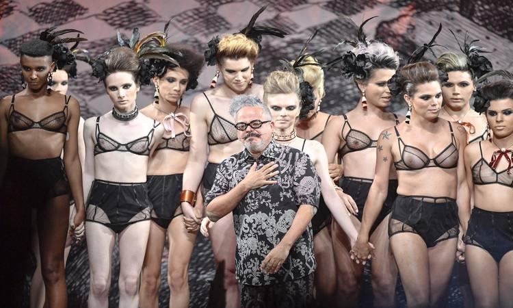 #Moda Após polêmicas no #SPFW, Ronaldo Fraga aposta em poesia com estreia na moda praia https://t.co/9Umcif7D2w