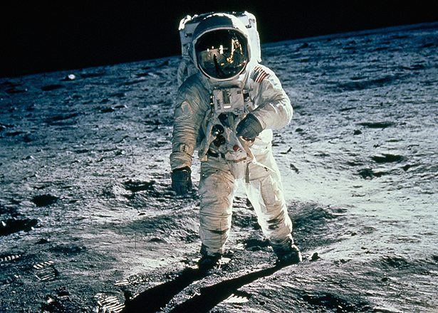 Buzz Aldrin standing on the Moon in July 1969. Can&#39;t get much more spectacular then that. ️ : @NASA #science #…  http:// ift.tt/2fMIIIh  &nbsp;  <br>http://pic.twitter.com/aa0IzLW6jS