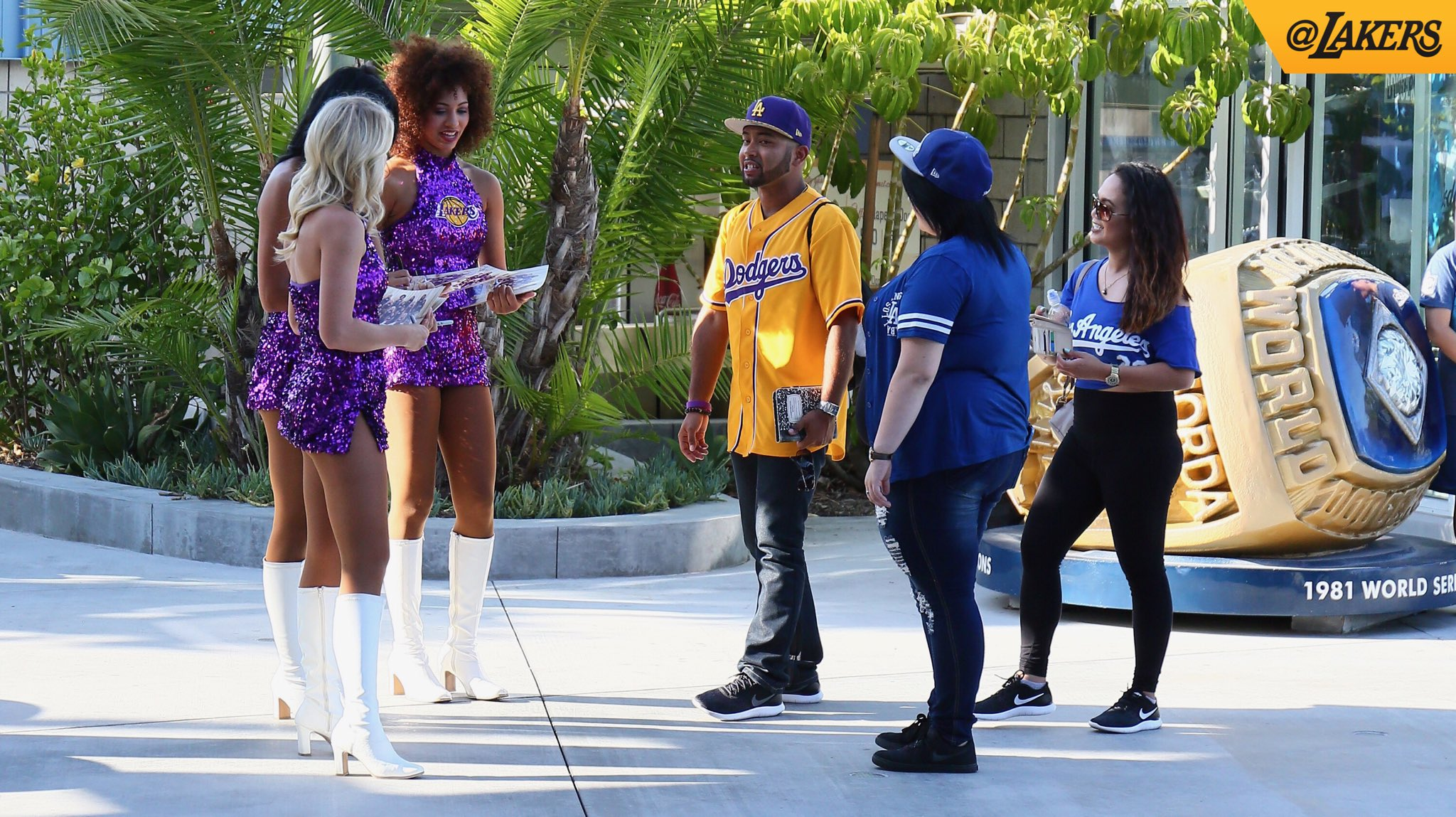 The gates are open for Lakers Night at @Dodgers Stadium. https://t.co/ujgOu7QfTw