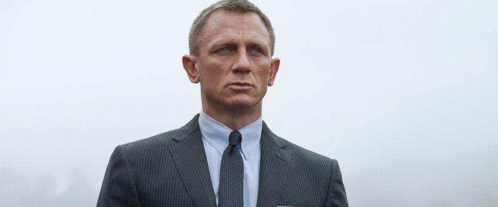 Daniel Craig confirms he'll return for a 5th James Bond movie https://t.co/qGw3l98Rrk