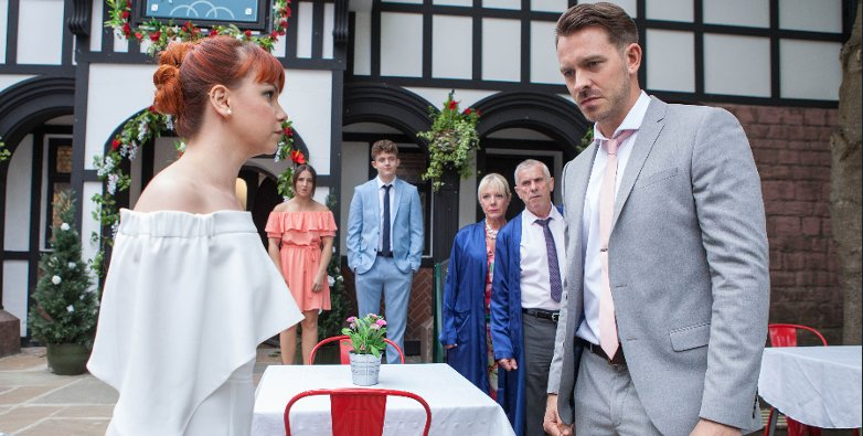#Hollyoaks spoiler: Darren Osborne forced to come clean about drug-dealing as Shane's fate revealed https://t.co/UV660CJkzh
