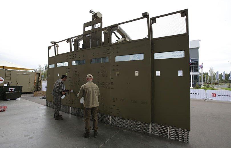 العربه  Shield لمكافحة الشغب  DH_X5-vXUAAXw8a