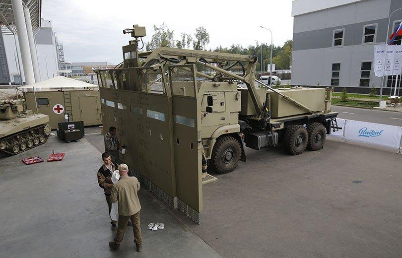 العربه  Shield لمكافحة الشغب  DH_X5-wWAAE1lZZ