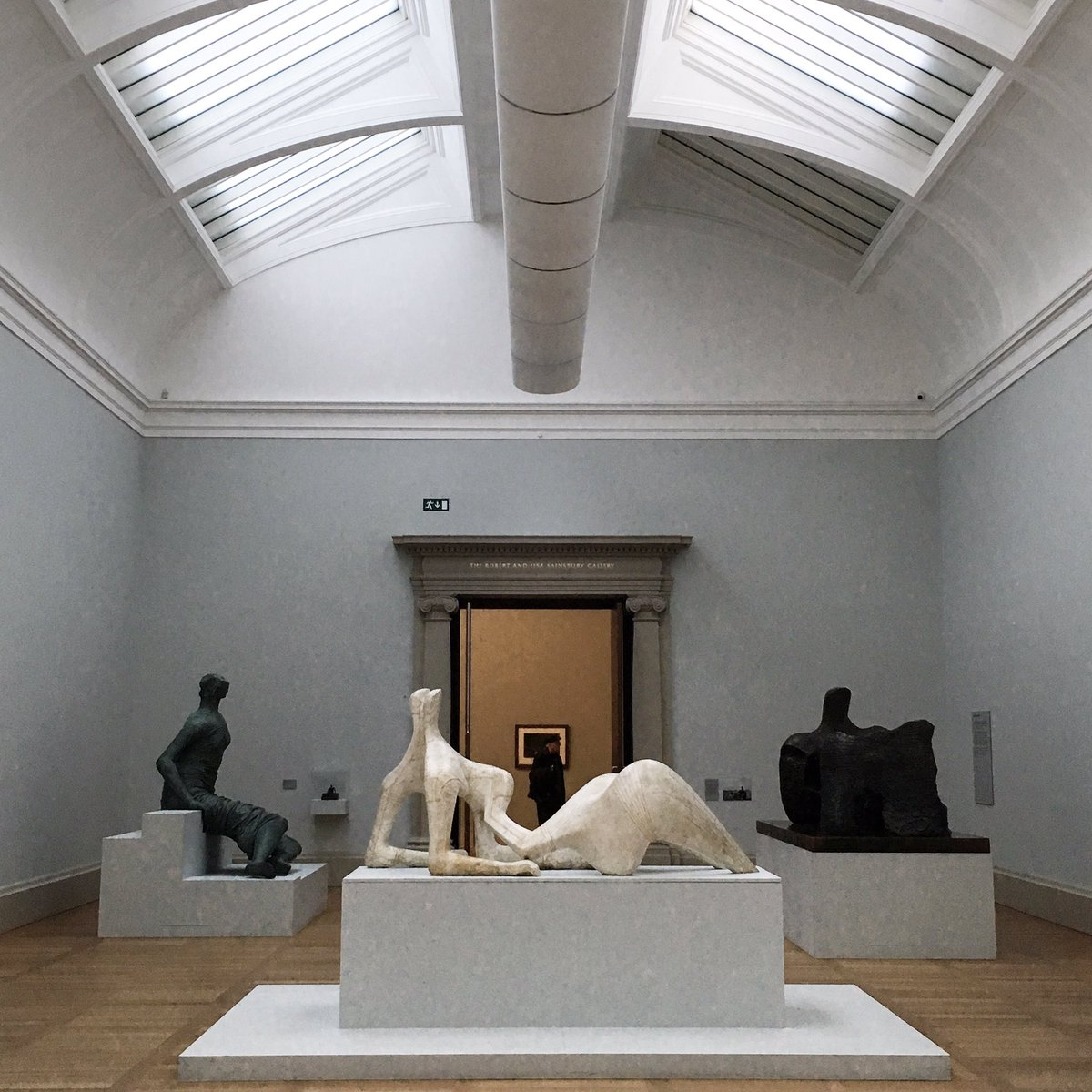 The #HenryMoore gallery at @Tate Britain has an odd, almost underwater feeling to it. #ITweetMuseums<br>http://pic.twitter.com/CgM9UgtVY4 &ndash; bij Tate Britain