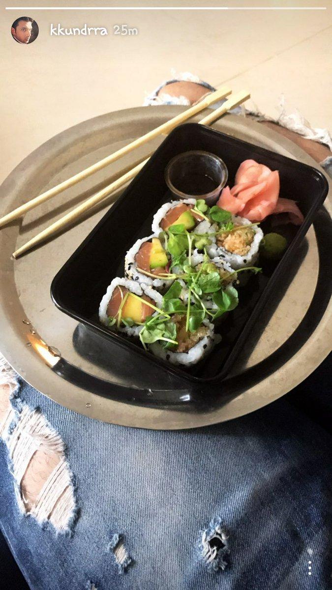 @kkundrra  Hey @HumayraEmma  look #Kk having lunch   Karan vaise I am in #diet  BT still curious ? Ye kya hai  Btw sexy jeans <br>http://pic.twitter.com/8ih1xnrMPf