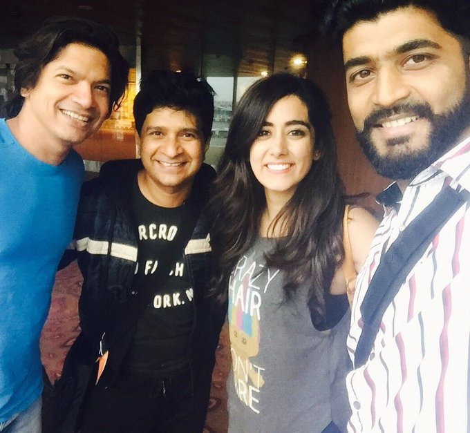 Surrounded by such charming, melodious men! Definitely not complaining. 😍 @singer_shaan @K_K_Pal @Md_Irfan17 https://t.co/zBLZNPX0py