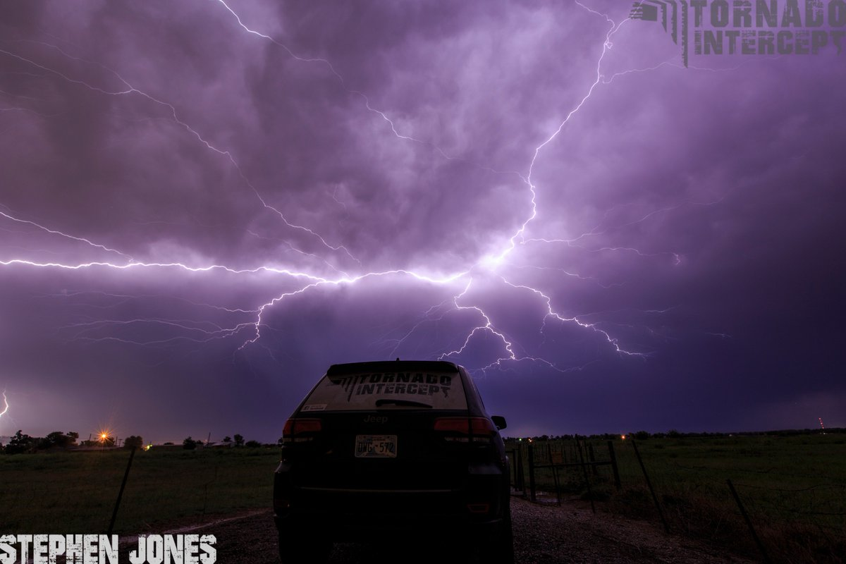 Electrical display of #lightning over #Moore/#Norman #Oklahoma this evening. @tornadopayne<br>http://pic.twitter.com/U6G7jhYk1G