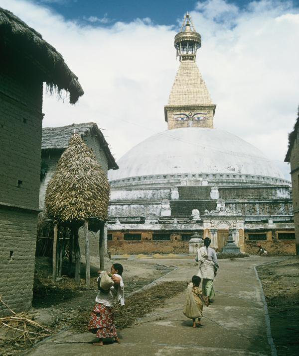 The Boudhanath stupa, Kathmandu #Nepal in 1950s. (by William Morris) <br>http://pic.twitter.com/bS3VMNavNO
