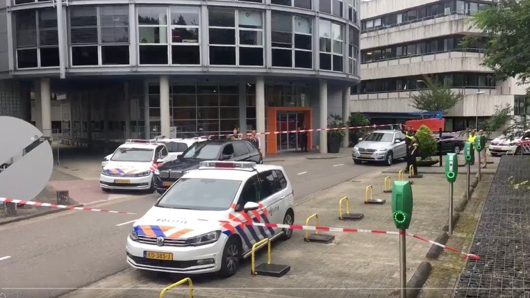 BREAKING: 'Hostage situation' at Dutch radio station as police surround building with knife and bag found outside https://t.co/kFeqSNrh9f