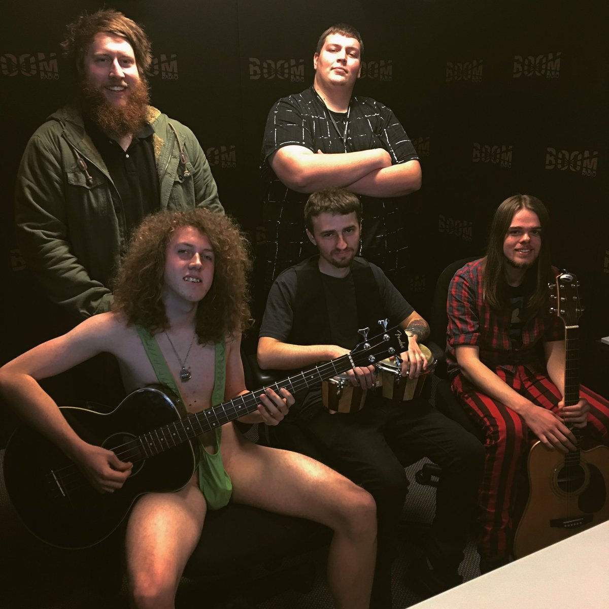 #BenAndMarcel just had a chat with #SundaySilence  and yes, he&#39;s wearing a full man-kini  <br>http://pic.twitter.com/LgYkWmHsOQ