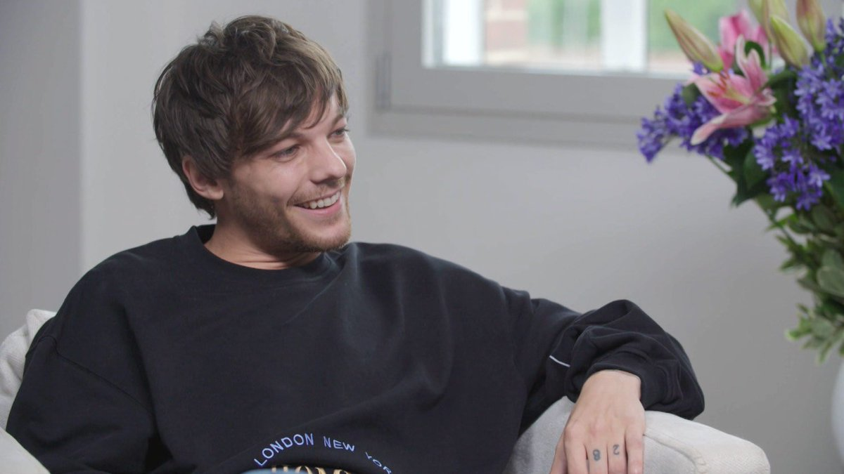 What's @Louis_Tomlinson's fave 1D song? Watch our #MTVAsks fan Q&A to find out 😆👉🏻 https://t.co/pnRz2rxBhh