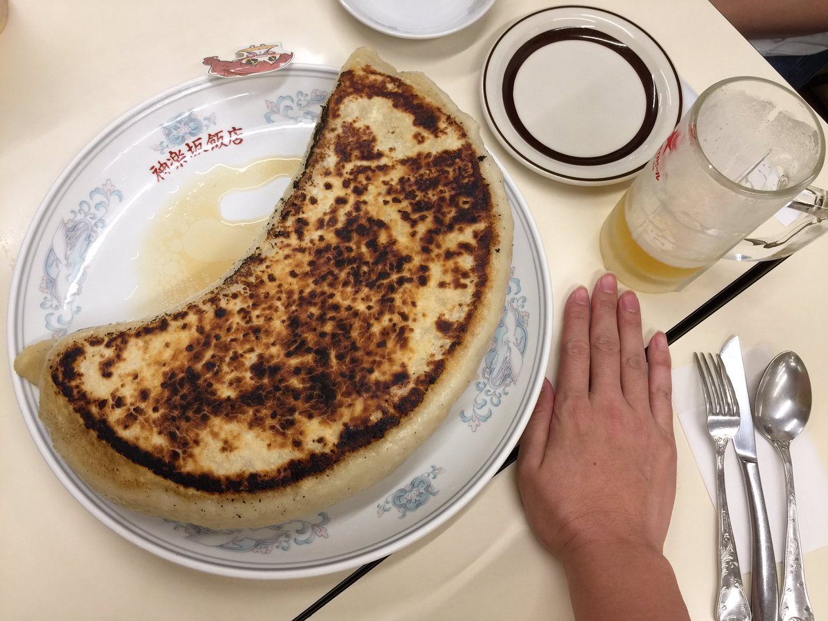 飯田橋に餃子食べにきました。これ一つで9600円。 https://t.co/PCJwVgORgy