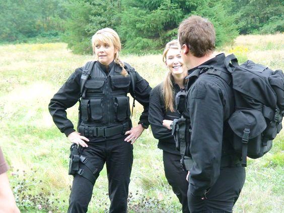 Rodney(@dhewlett):Ok girls,who&#39;s first jumping in there? Samantha(@amandatapping): Jenifer(@JewelStaite):You... #fandom #StargateAtlantis<br>http://pic.twitter.com/IYMPA8YdKr