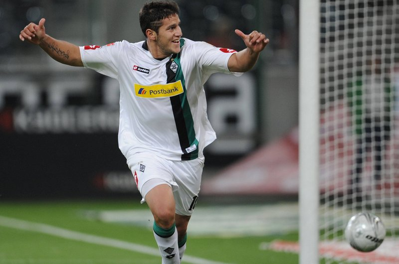 BREAKING: #Borussia are set to sign former #Fohlenelf striker Raul #Bobadilla on a 2-year deal subject to a medical later today <br>http://pic.twitter.com/G9lmquJIpG