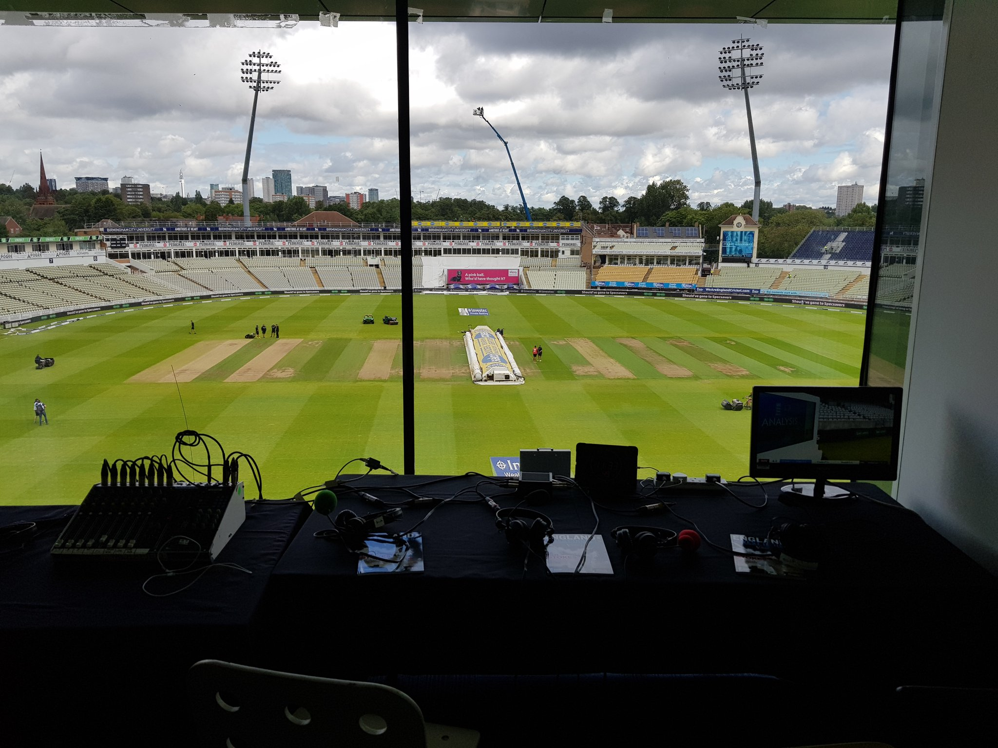 Arrived at @WarwickshireCCC #Edgbaston for @bbc5live Here's the view! https://t.co/i60fqa0d18