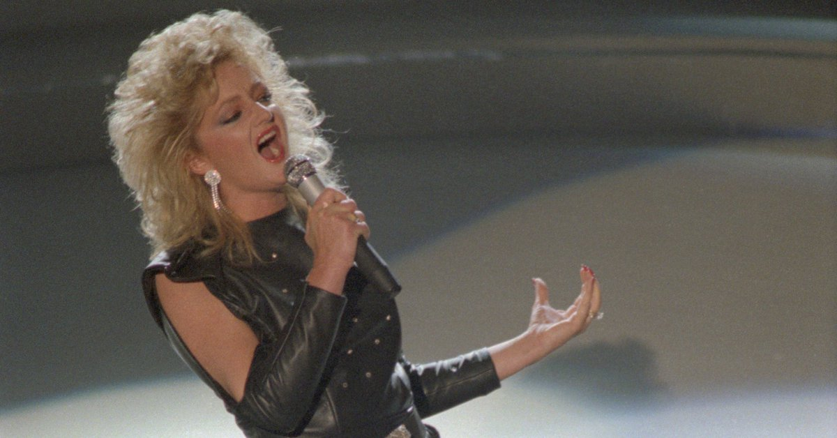 "Bonnie Tyler will sing ""Total Eclipse of the Heart"" during the eclipse..."