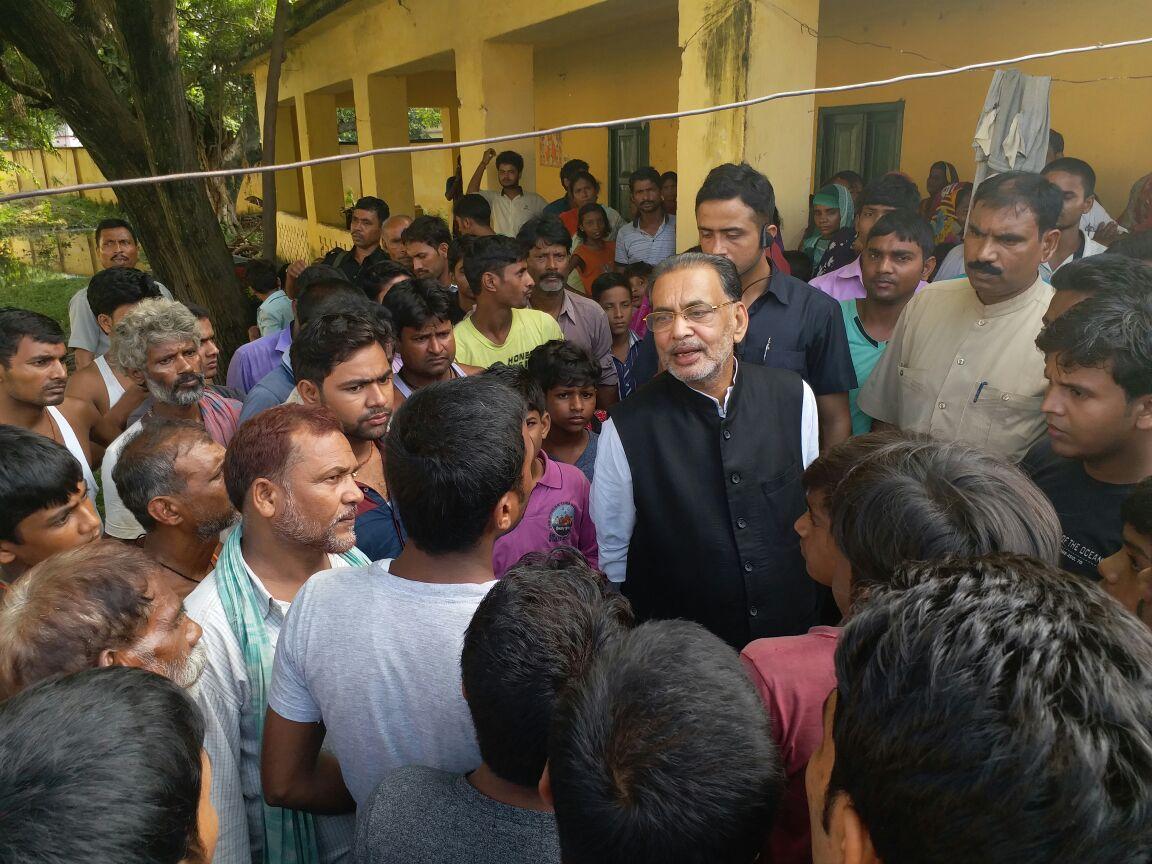 #मोतिहारी में स्थित राजेन्द्र छात्रावास में #बाढ़ राहत शिविर में बाढ़...