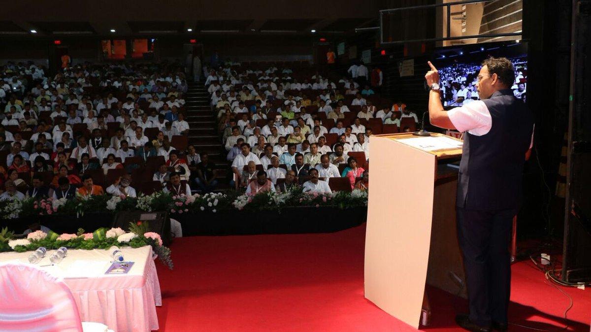 #Maharashtra will lead the way under @Dev_Fadnavis ji towards fulfilling PM @narendramodi ji goal of #SankalpaSeSiddhi #mahabjpkaryakarni<br>http://pic.twitter.com/ZpdPTKrGk9