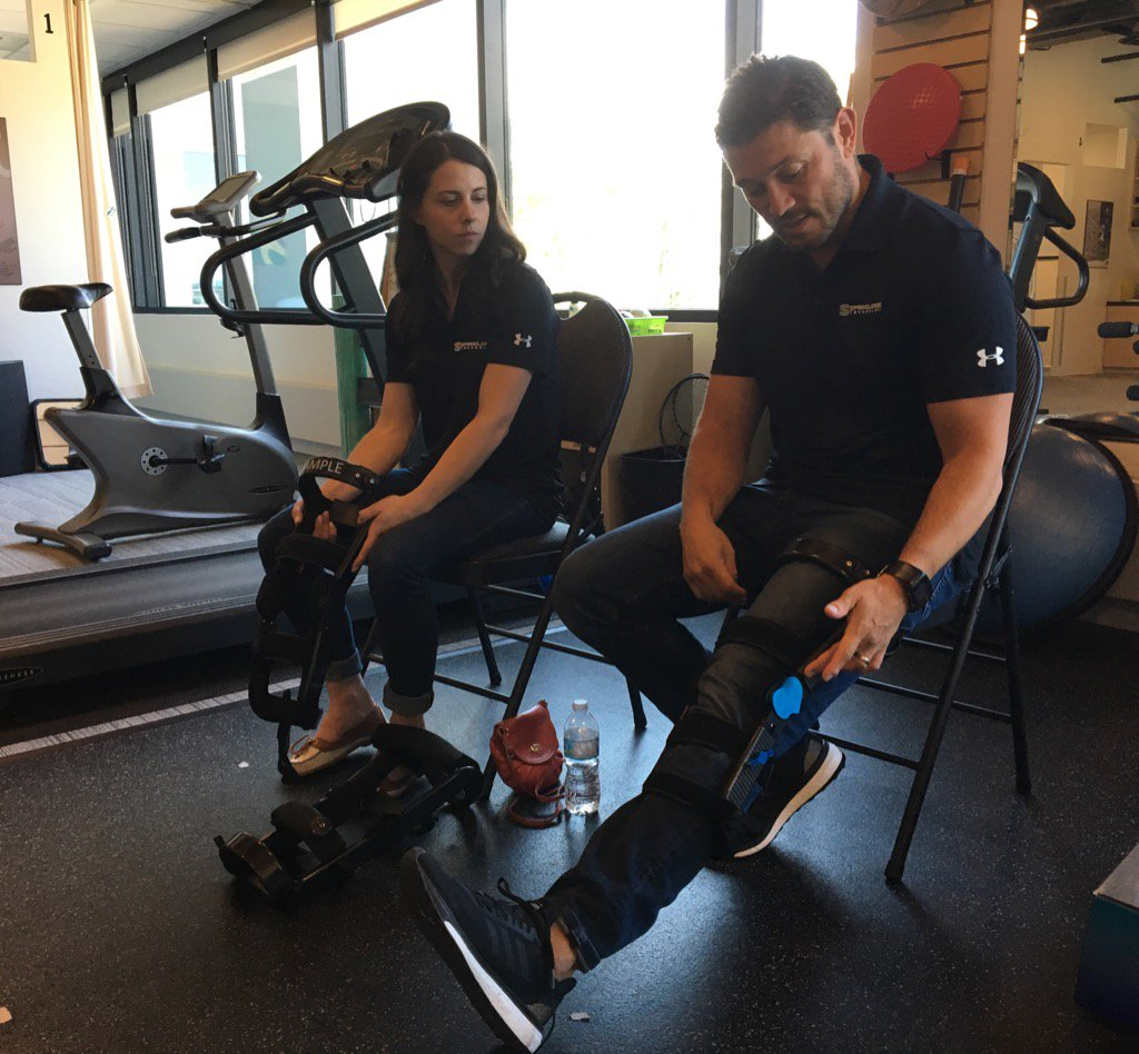 Thanks to @springloadedtec Rene &amp; Marie for the fitting demo of the Levitation &quot;bionic knee brace&quot; @ACCELPhysio. #OA <br>http://pic.twitter.com/JAd3HPT3Vq