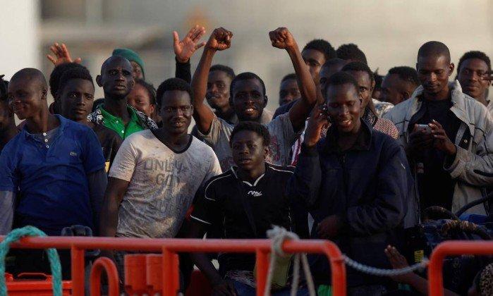 Espanha resgata 601 migrantes no Mediterrâneo em 24 horas. https://t.co/3yH1p29Z1p