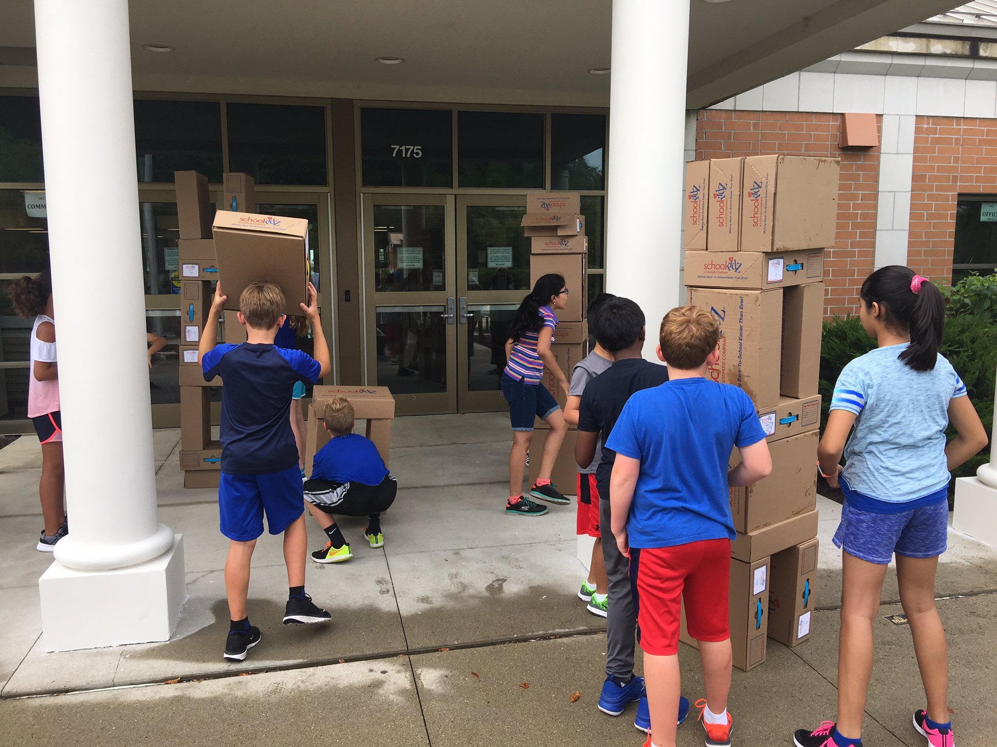 Learning to collaborate in 5th grade at @greDCSD  such a great way to start the school year. #theDublinDifference https://t.co/DGVL8NL6c1