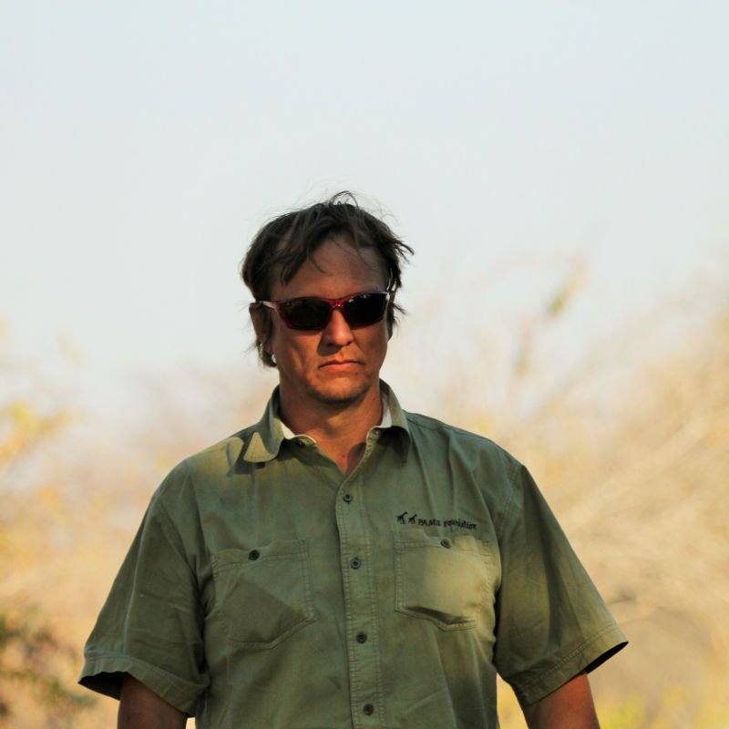 BREAKING: One of Africa&#39;s top ivory investigators, Wayne Lotter of PAMS, is shot dead by gunmen in #Tanzania in &#39;darkest day for elephants&#39; <br>http://pic.twitter.com/Lb9xKxABKB